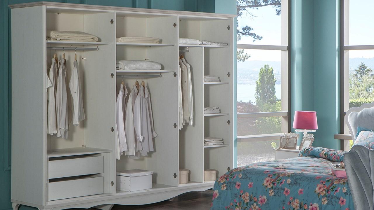 Julyan Bedroom Set