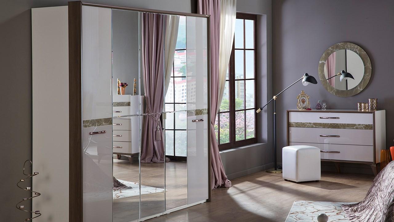 Scarlet Bedroom Set